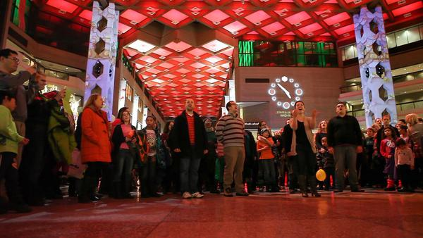 Montreal Christmas Flash Mob3 2014